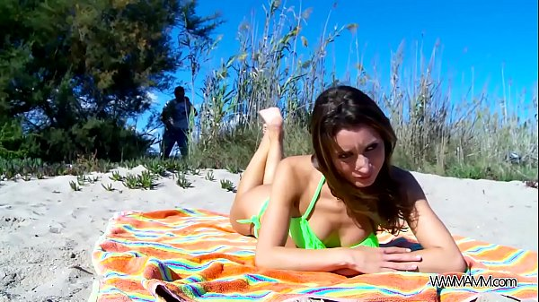 Perfect babe fuck on public beach without any problem with
